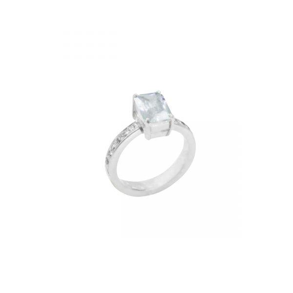 3 anillo corte esmeralda con engaste en aro plata